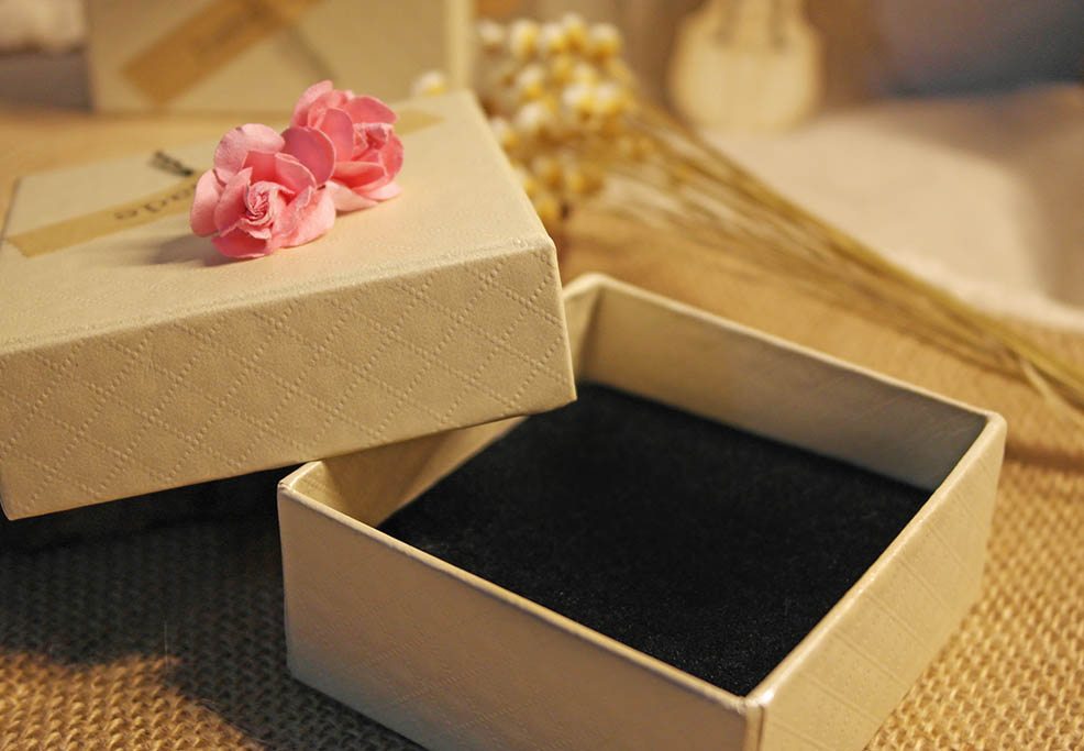 2017 color handmade packaging boxes bag square gift box custom printed made cardboard jewelry box with flower/perfume paper boxes
